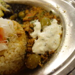 135617137 - .....A ツナとオリーブのトマト牛豚キーマさわやかザジキ添え.....