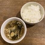 中華バルSAISAI。 - ごはん、スープ(たまごとわかめの酸味のあるスープ)