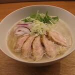 135630114 - 鶏白湯そば(900円、斜め上から)
