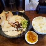 チャーシューのうまいラーメン屋 富士 - 塩とんこつらーめんとライスセット800円