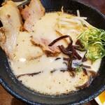 チャーシューのうまいラーメン屋 富士 - 塩とんこつらーめん750円