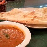 サムラート - ダル(豆)とナン