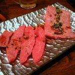 焼肉ダイニング 和 - 神戸ビーフのミスジと松阪牛のハネシタ。