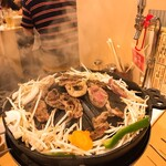肉の佐藤 ジンギスカンとラムしゃぶ店 - テーブルにはハイボール飲み放題の注ぎ口!