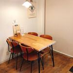 アオヤギ食堂 - テーブル席