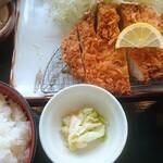 とんかつ伊勢 - 厚切りロースとんかつ定食(150g)