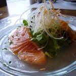 13566865 - 前菜(トラウサーモンのたたき 柚子胡椒ドレッシングのサラダ添え)