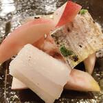 Bar à Vin ムッシュ ヨースケ - おどろき桃と太刀魚のお皿