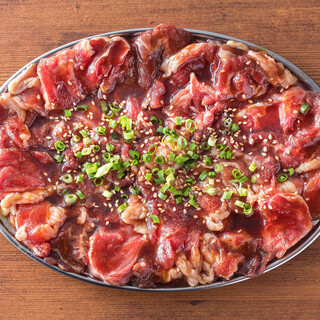 たのしみ方は無限大!4種のたれと組み合わされるお肉を味変!