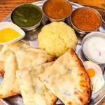 インド定食ターリー屋 - 料理写真:3色カレー定食+ゴルゴンゾーラチーズナンに変更 1,584円(税込)