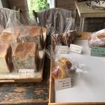 花にかこまれて 南の麦 - 料理写真:パンの販売