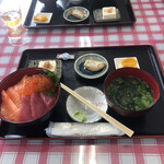 漁師の海鮮丼 - 三色丼C、1500円。