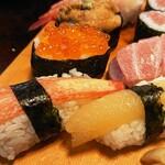 満寿鮨 - 特上にぎり(横から)