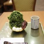 寛永堂 - 宇治金時(700円)♥素敵なお盆に乗っています。(2012/6)