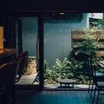タヨリ - 中庭での飲食もできます。