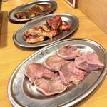 焼肉 食肉卸 卸や 肉八 - 豚タン、カルビ&ロース、ハラミ