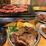 焼肉 食肉卸 卸や 肉八 - 焼肉丼!