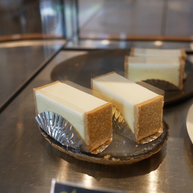 Equal 幡ヶ谷 連日大人気!街のフランス洋菓子店『Equal』で食べる絶品シュークリームとチーズケーキ