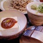 牽牛 - 料理写真:昼の部の『蕎麦切り定食』。小鉢と飯物は旬の食材で日替わりです。
