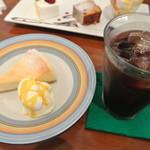ニロ カフェ - ケーキセット(チーズケーキ)