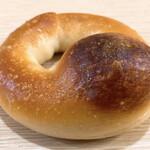 山梨パン工房 モンマーロ - 米粉の塩ベーグル