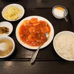 張広東飯店 桜園 - ランチのエビチリ 800円(税込)