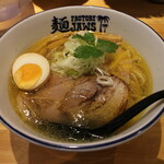 麺ファクトリー ジョーズ - 塩らーめん(900円、斜め上から)
