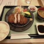 ロイヤルコーヒーショップ - 黒豚ロースとんかつ(ごはん、味噌汁、漬物付)¥1,628