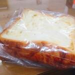 リンデン - デニッシュ食パン3枚入りのほか、一斤入もあり