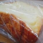 リンデン - デニッシュ食パン耳までデニッシュ、バターたっぷり