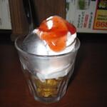 やきとりの扇屋 - 2020年の「ミニパフェ 練乳いちご×ストロベリーソース」319円