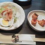 焼肉白李 - サラダ・キムチ