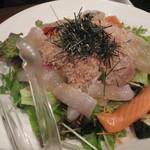 いざかや 漁火 - お刺身入りサラダ