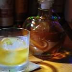 BAR BLIND PIG - 【種類豊富なウィスキー】 常時100種類を取り揃えております。Wは100円引きです♪