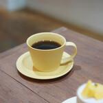 シグネ コーヒー - イエローのカップ 素敵