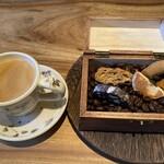 トラットリア シン - パスタコースの本日の焼き菓子(イタリア各地のビスケット) とシチリアコーヒー