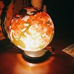 ジャパブ トベ - 照明スタンド