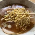 久米食堂 - 低加水でポクポク麺