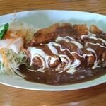 レストラン三國 - カツがカットされていて食べやすい。