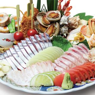 名物皿鉢料理。新鮮な山、海、里の幸をお召し上がり下さい!!