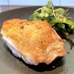 スペランツァ - 料理写真:広島県北の高宮町の廣島赤鶏のロースト ソースは葡萄のヴィンコットソース ほうれん草のソテー