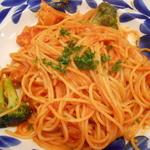 タパス&タパス - チキンのトマト煮チーズフォンデュがけスパゲッティ