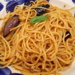 タパス&タパス - ナスと辛口ミートソースのスパゲッティ