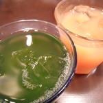 タパス&タパス - コラーゲンキウイジュース&ピンクグレープフルーツジュース