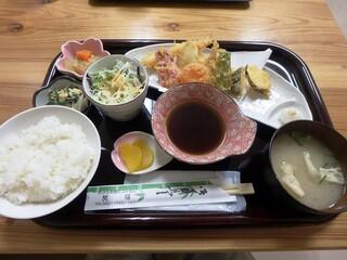 小さな和風レストラン 笑福 - 天ぷら定食¥880
