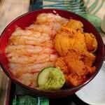 マグロ卸のマグロ丼の店 - エビウニ丼  2,500円