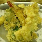 いもや 本店 - いもや @神保町 右から南瓜・キス・海老・春菊・紋甲烏賊の定食の天ぷら