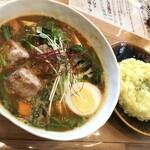 スープカレー トムトムキキル - ニラ・キーマ・豆腐+厚揚げ(1,100円+100円+税)