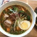 スープカレー トムトムキキル - ニラ・キーマ・豆腐+厚揚げ(辛さ7番)