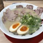 長浜ナンバーワン  - 料理写真:チャーシュー麺 900円。煮玉子トッピング 100円